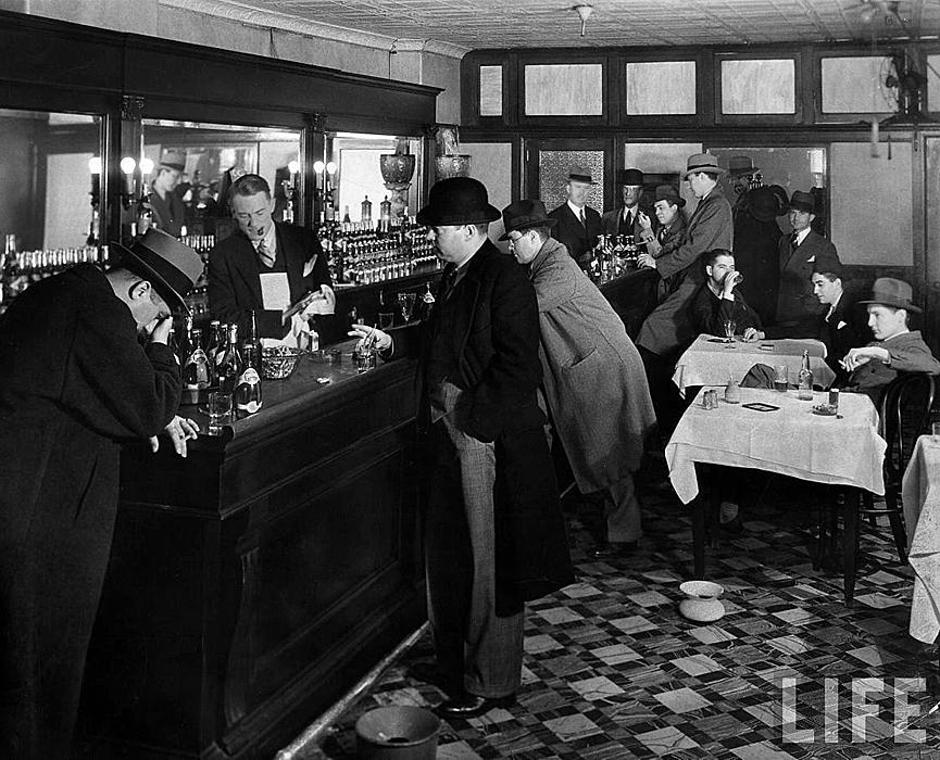 Disfrazar el sabor de un alcohol de baja calidad fue el germen de la coctelería que conocemos hoy Imagen: Library of the Congress