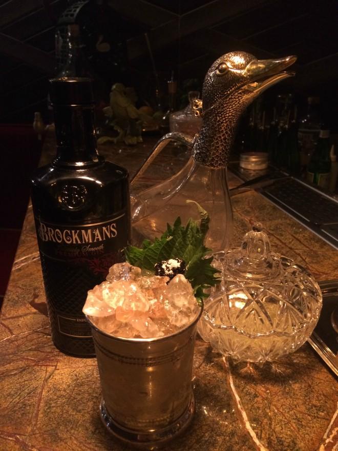 Cóctel con Brockmans de la coctelería de La Cabra