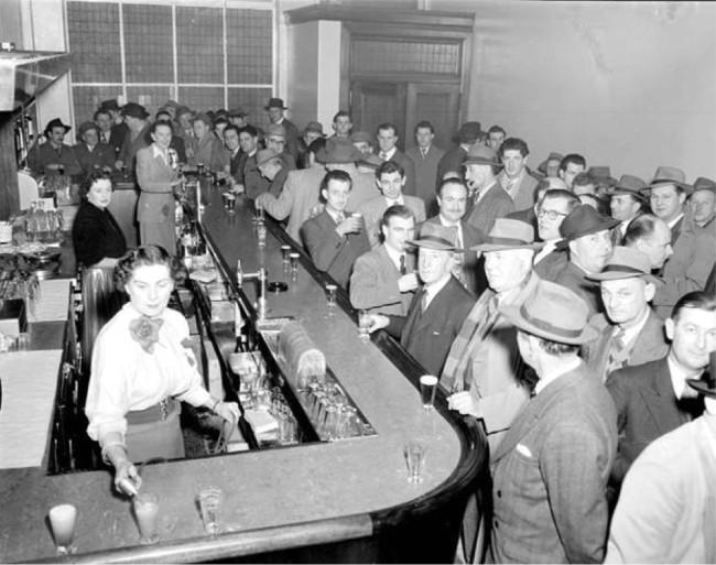Historia de las barmaids en el Día de la Mujer