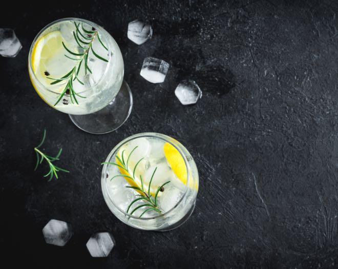 Limón, uno de los cítricos para coctelería más utilizados