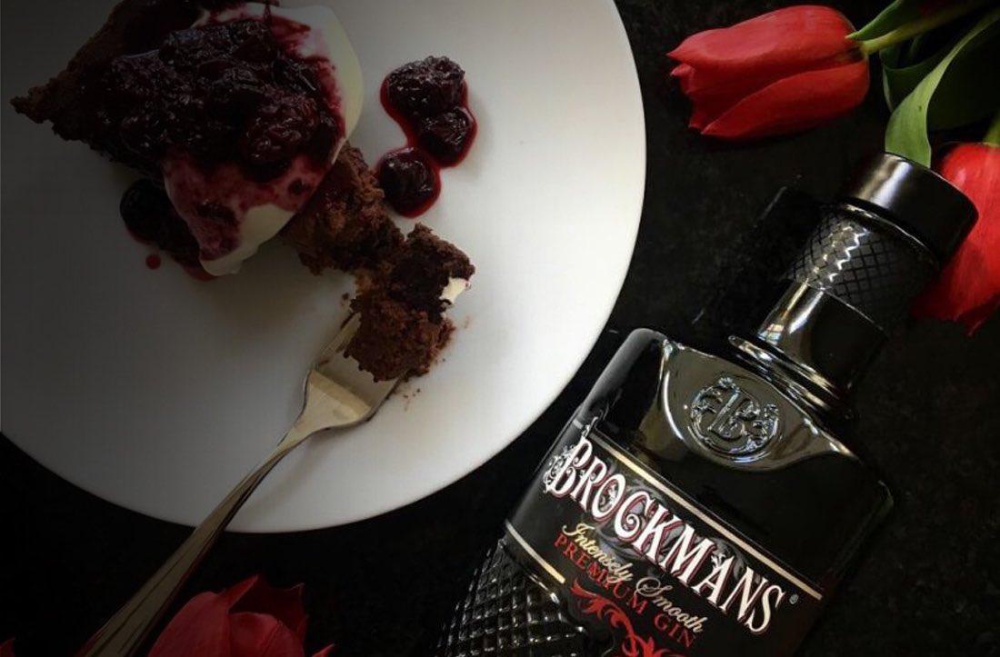 Tarta de mousse de chocolate negro y ginebra Brockmans